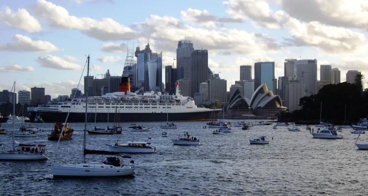 QE2 Approaching the Opera House